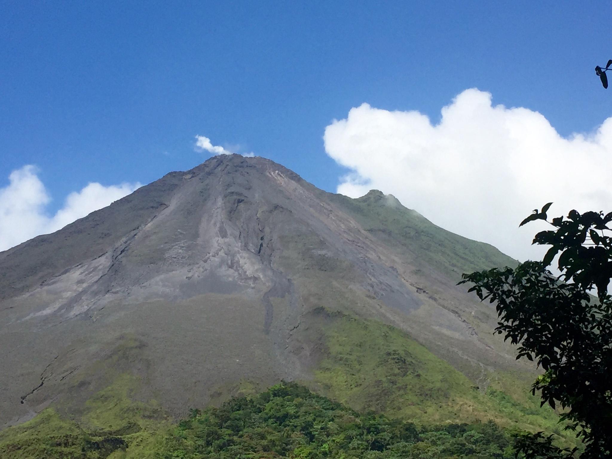"""Der Vulkan """"Arenal"""" - oben kam tatsächlich Rauch raus!"""