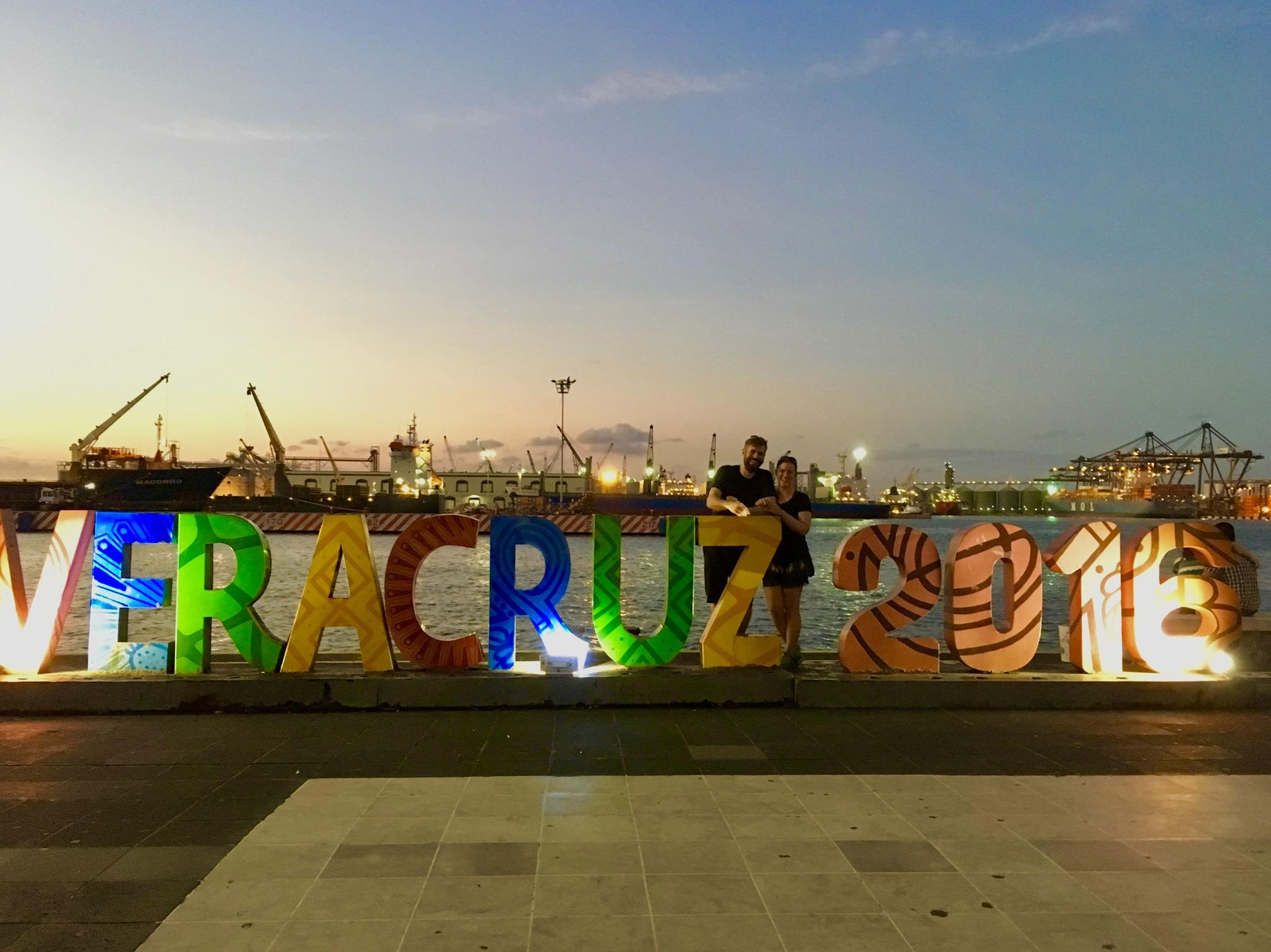 Unser letzter Halt in Mexiko: die Hafenstadt Veracruz. Hinter uns steht irgendwo Wilma auf dem großen Hafengelände und wartet auf den Abtransport nach Kolumbien.